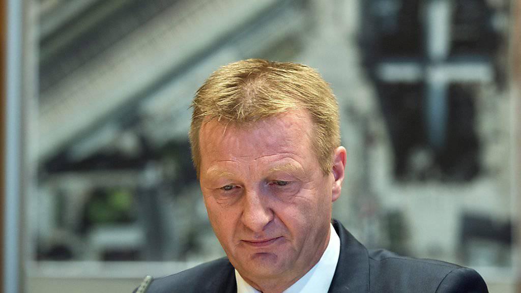Der nordrhein-westfälische Innenminister Ralf Jäger wirft der Kölner Polizei im Zusammenhang mit den Übergriffen in der Silvesternacht gravierende Fehler vor.