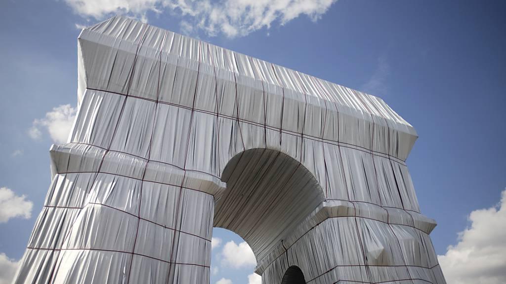Abbau von Christo-Verhüllung des Pariser Triumphbogens beginnt