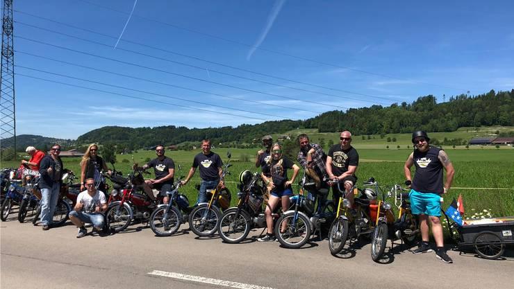 Gut gelaunt: Die Töfflibuebe und -meitli aus dem Fricktal reisten 128 Kilometer weit an das Töfflitreffen in Lenggenwil SG. zvg