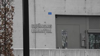 Der Eingang zum Gefängnis Limmattal, das einen neuen Chef und eine neue Abteilung für Krisenintervention erhält. DEG