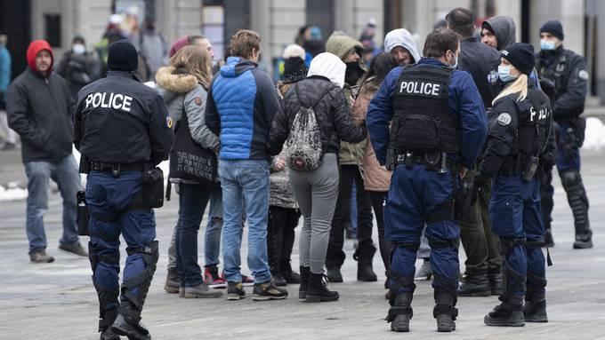 Am Samstag ist es in Bern auf dem Bundesplatz erneut zu einer Demonstration von Coronaskeptikern gekommen. (Archivbild)