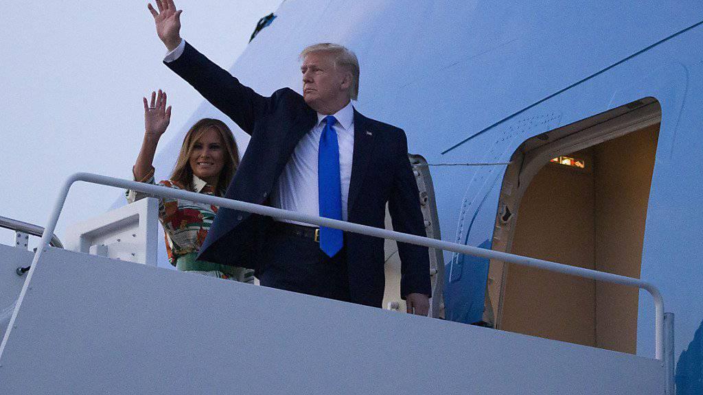 US-Präsident Donald Trump ist am Sonntagabend (Ortszeit) in seine Regierungsmaschine Air Force One gestiegen, um zu seinem Staatsbesuch nach Grossbritannien zu reisen.