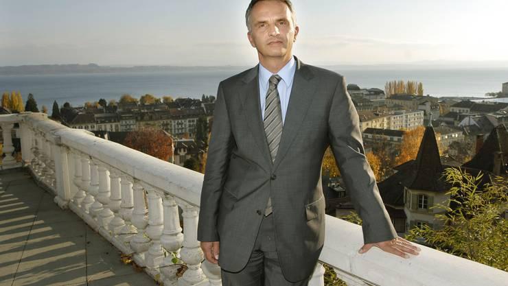 FDP-Ständerat Didier Burkhalter legt seine Karten bezüglich Couchepin-Nachfolge auf den Tisch. (Peter Mosimann)
