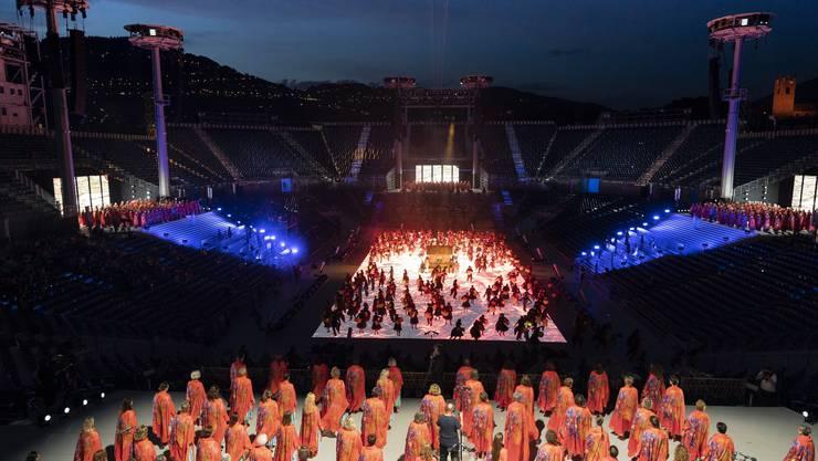 Tausende Laiendarsteller nehmen an der Fête des Vignerons teil. Die Freiluftarena in Vevey bietet Platz für 20'000 Zuschauer.