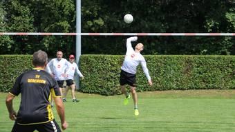 Sprungkraft ist beim Schmettern entscheidend: Die Faustballer eröffnen die sportlichen Wettkämpfe am «3Kreisturnfest». Dennis Kalt