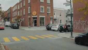 Eine Autoversicherung in Quebec (CAN) hat eine kreative Kampagne gestartet, um die Autofahrer dazu zu bringen, am Fussgängerstreifen anhalten.