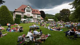 Sommer-Picknick im Juni 2012 im lauschigen Park der Villa Langmatt, doch im Hintegrund drohten dunkle Wolken. Alex Spichale