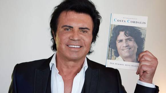 Costa Cordalis ist tot – die Karriere des Schlagerstars in Bildern (© EPA/DPA)