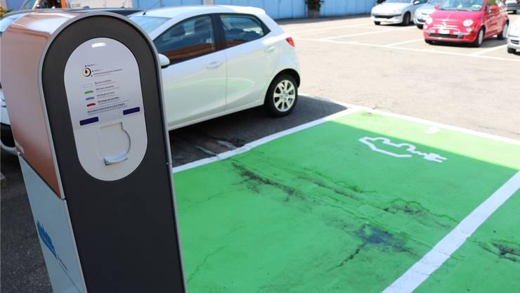 Bald auch in Solotuhrn: «Grüne» Parkplätze für Elektroautos. (Symbolbild)