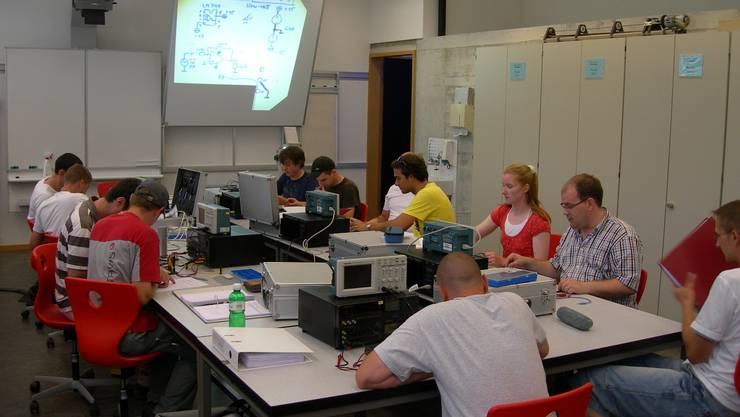 Dieses Jahr werden sich an der Höheren Fachschule für Technik des Kantons Solothurn insgesamt 197 Sutdierende weiterbilden.