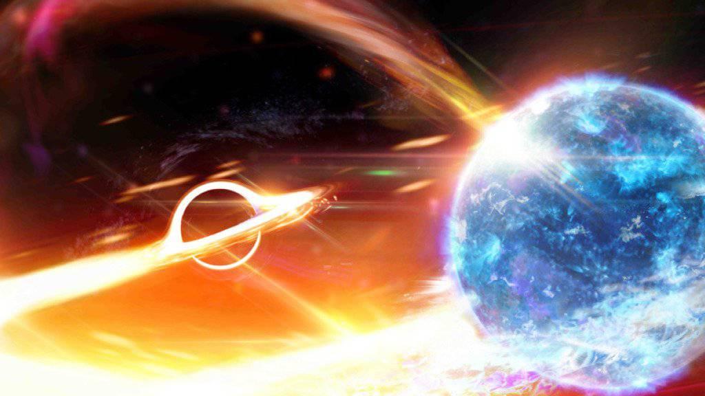 Ein Schwarzes Loch verschlingt einen Neutronenstern. (Computerillustration)