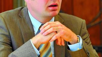 Christian Scheuermeyer, Jahrgang 1970, ist im  Aargau aufgewachsen und wohnt seit 1993 in Deitingen. Er ist gelernter Gärtner und Florist sowie eidg. diplomierter Betriebswirtschafter. Der 39-Jährige betreibt in Deitingen ein eigenes Blumenfachgeschäft mit sechs Beschäftigten. Politisch ist Scheuermeyer derzeit als Parteipräsident der FdP Deitingen aktiv. Im März ist er zu den Kantonsratswahlen angetreten und belegt den dritten Ersatzplatz. Scheuermeyer ist verheiratet und hat zwei Kinder. (esf)
