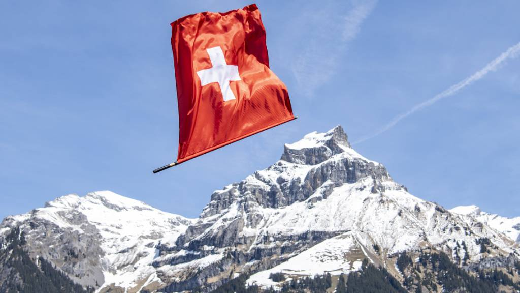 Die Höhe der Kurtaxen, die Gäste in Schweizer Tourismusregionen bezahlen müssen, variiert selbst innerhalb eines Kantons beträchtlich. (Archivbild)