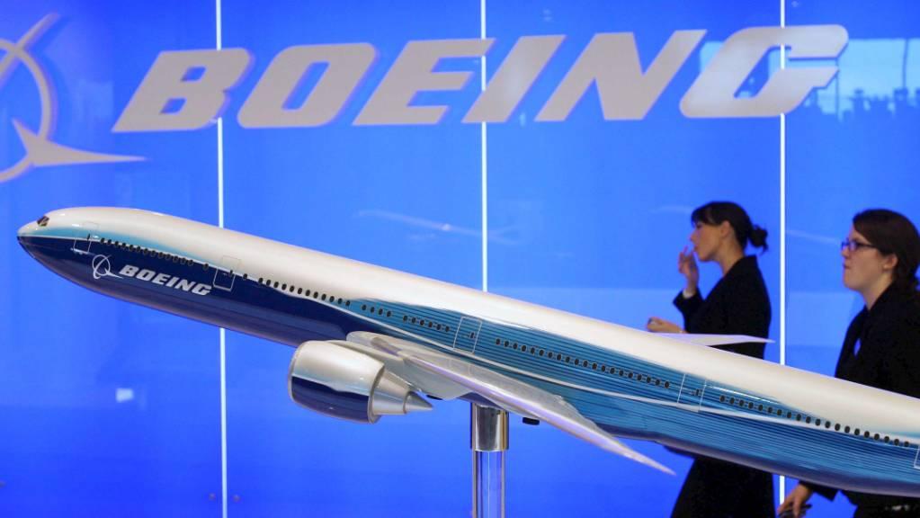 Der Flugzeugbauer Boeing hat 2020 einen zweistelligen Milliardenverlust eingefahren. (Symbolbild)