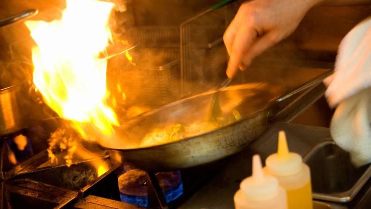 Die Ursache des Küchenbrands wird derzeit untersucht. Im Vordergrund steht eine Fahrlässigkeit. (Symbolbild)