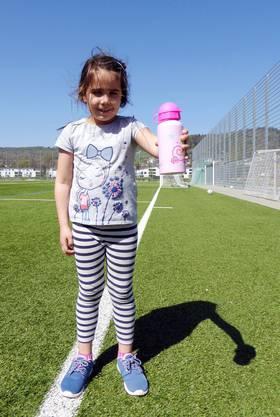 Sie ist zwar die Kleinste bei «Girls wanted», aber schon der grösste Fussballfan: Die sechsjährige Joana Salvador freut sich im Kindergarten immer aufs Turnen. Bei «Girls wanted» nur mit Mädchen zu spielen, mag sie besonders.