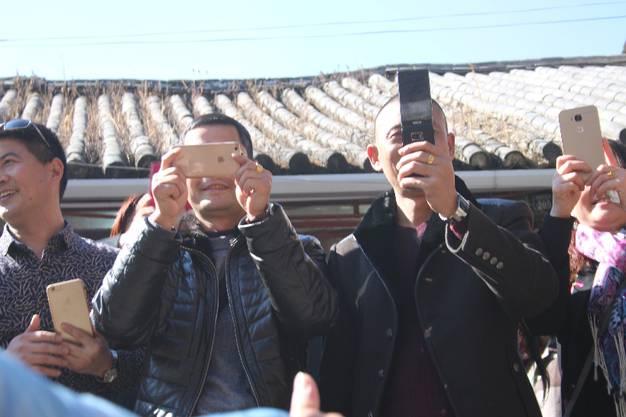 Und für einige chinesische Touristen scheinen wir die Hauptattraktion in Dali zu sein.