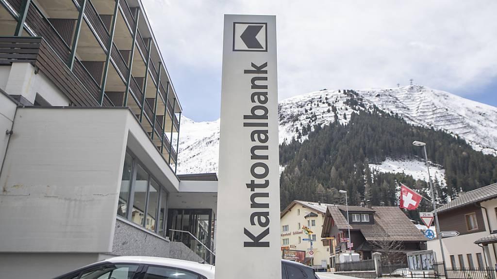 Die Filiale der Urner Kantonalbank in Andermatt: Die Bank hat im vergangenen Jahr dank Immobilienverkäufen Geld verdient. (Archivbild)