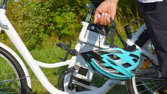 Eine junge E-Bikefahrerin wurde bei einem Unfall verletzt. (Symbolbild)