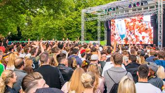 Volles Haus: 2300 Deutschland-Fans haben zusammen vor der Leinwand des Impulsiv-Resorts in Lörrach gefiebert, als Deutschland gegen Italien spielte. Im Halbfinal am Donnerstagabend wird es nicht anders sein.