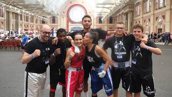 Mika Reichen, Andreas Mazara, Zoe Koh, Gaby Timar, Johnny Graham, Celso Dos Neves, Angelo Gallina (von links nach rechts)