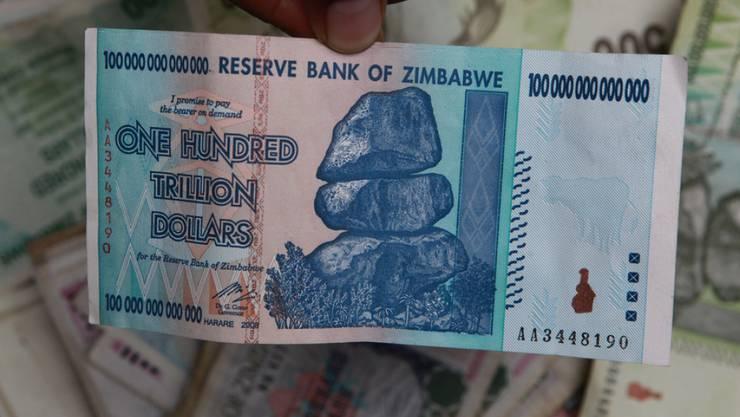 Zur Zeit der Hyperninflation: Eine Banknote von 100 Trillionen Simbabwe-Dollar. (Archiv)