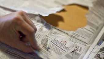 Ältere Arbeitslose, die keine Stelle mehr finden, sollen künftig von Überbrückungsleistungen profitieren können. Der Ständerat entscheidet am kommenden Dienstag über einen Kompromissvorschlag des Nationalrats. (Themenbild)