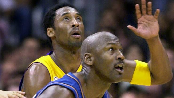 Basketball-Legenden: Kobe Bryant und Michael Jordan in einem Spiel im Jahr 2002.