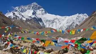 Einsamkeit auf dem Dach der Welt Dieses Jahr erteilt China ausländischen Bergsteigern keine Bewilligungen mehr für den Everest (im Bild).