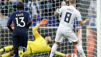 Toni Kroos schiesst mit diesem Penalty Deutschland zur 1:0-Führung gegen Frankreich
