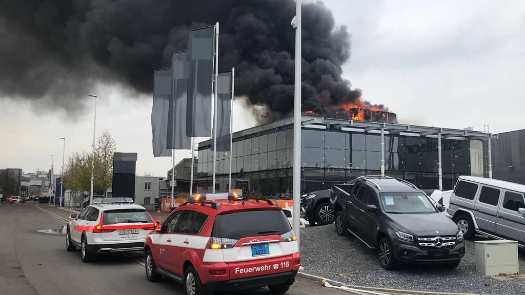 Brand auf Dach von Mercedes-Garage ist gelöscht