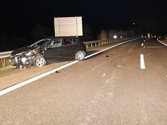 Auf der Autobahn A4 kollidieren zwei Fahrzeuge bei Schaffhausen. Die Insassen hatten Glück und blieben unverletzt. An den beiden Fahrzeugen, von denen sich eines beim Unfall überschlug, entstand Totalschaden.