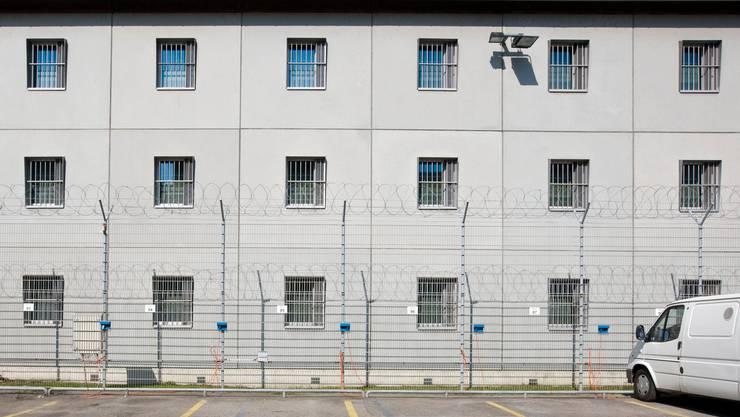 Im Zürcher Polizeigefängnis starb am Samstag ein Mann aus noch unbekannten Gründen.