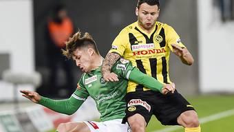 St. Gallens Mickael Facchinetti (l.) gegen YBs Renato Steffen