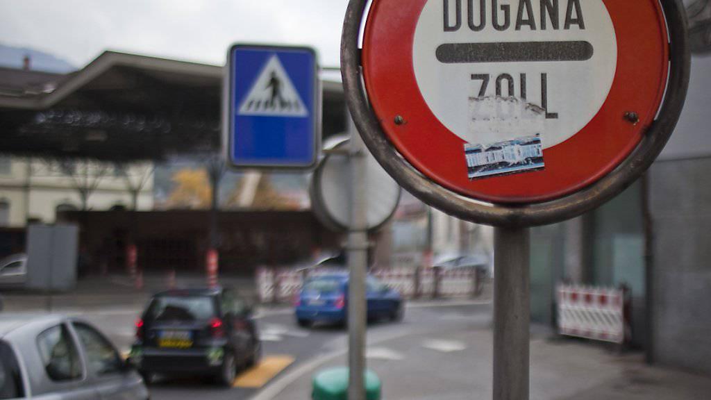 Immer mehr Arbeitspendler passieren die Grenze zur Schweiz. Im Juni erreichte ihre Zahl ein neues Hoch. (Symbolbild)
