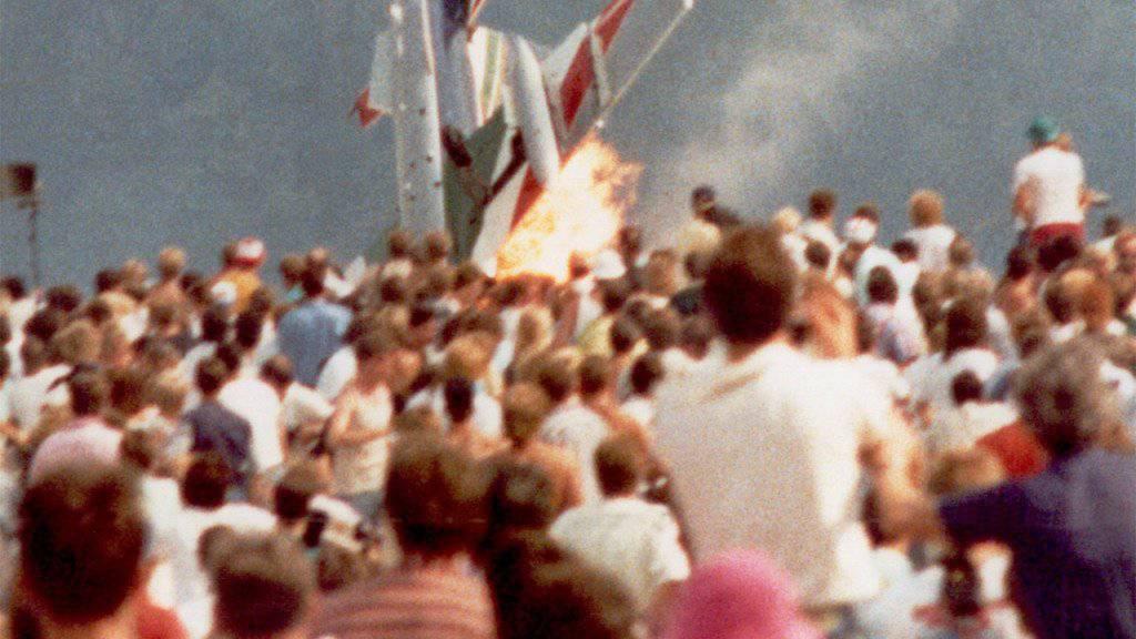 Vor 30 Jahren kam es bei einer Flugschau in Ramstein zu einer Katastrophe: Ein Flugzeug einer Kunstflugstaffel stürzte in die Zuschauer und explodierte. 70 Menschen wurden getötet, über 450 weitere verletzt. (Archivbild)