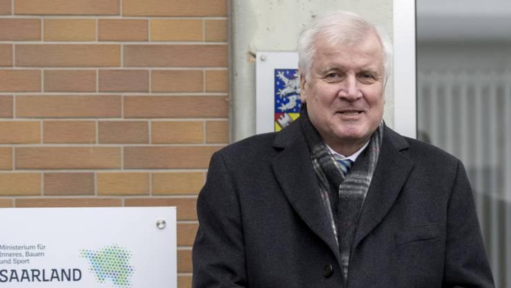 Wegen der Maassen-Affäre steht der deutsche Bundesinnenminister Horst Seehofer nun unter massivem Druck. (Foto: Thomas Wieck/EPA Keystone)