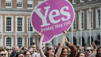 Frauen feiern im Mai 2018 die gewonnene Abstimmung in Irland zur Legalisierung von Abtreibungen. (Archivbild)