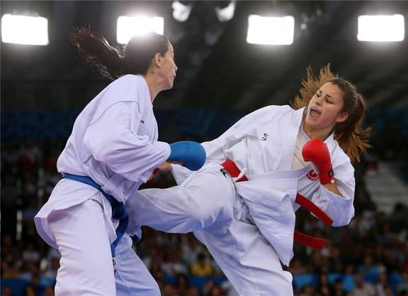 Elena Quirici ist fünffache Karate-Europameisterin: Quirici (rechts) im Einsatz im Jahr 2015 in Aserbaidschan.