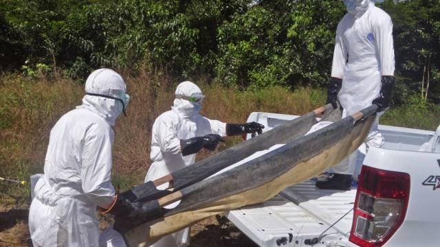 Verstorbene werden in Liberia weggebracht (Archiv)
