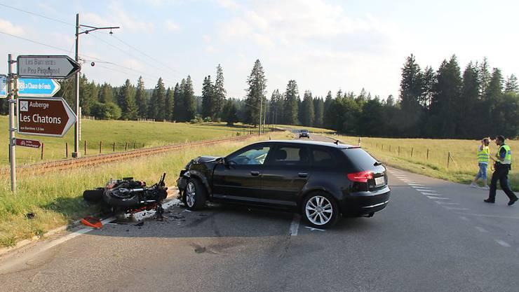Der Unfall auf der Strasse zwischen Peu-Péquignot und Noirmont im Kanton Jura ereignete sich bei einer Einmündung.
