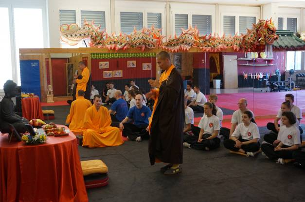 Meister Shi Yan Ti betet für Weisheit und Glückseligkeit