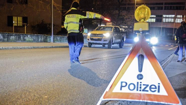Nach Polizeikontrollen mussten mehrere Personen wegen starker Geschwindigkeitsübertretungen ihren Führerausweis abgeben. (Symbolbild)
