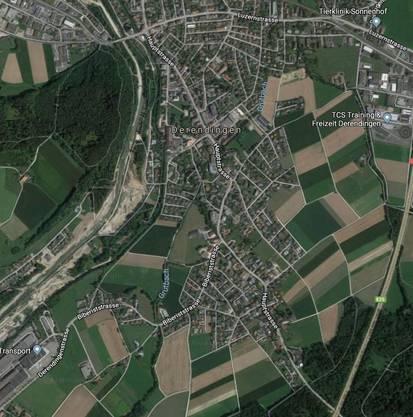 Die Hauptstrasse ist über 2 Kilometer lang und geht vom Kreuzplatz bis hin zur Autobahnbrücke.