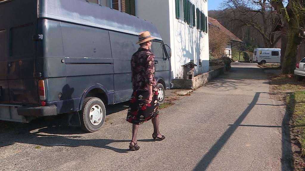 Bauer in Frauenkleidern