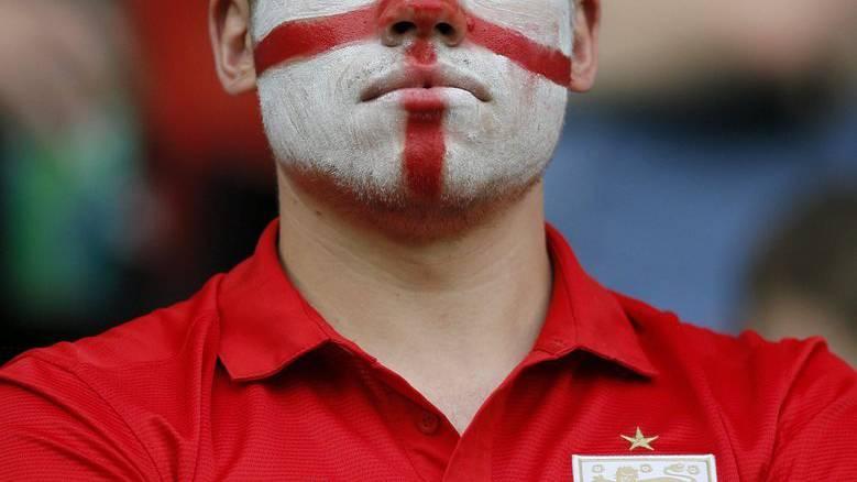 Manche englische Fans kennen nur wenig Spass, wenn es um Fussball geht.