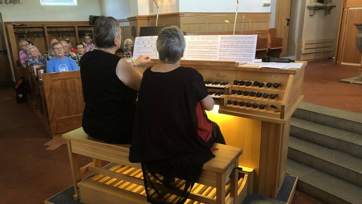 Jackie Rubi und Helene Gräser boten am Sonntag in der reformierten Kirche Weiningen ein buntes Programm, das aus dem Schatz vierer Jahrhunderte schöpfte.