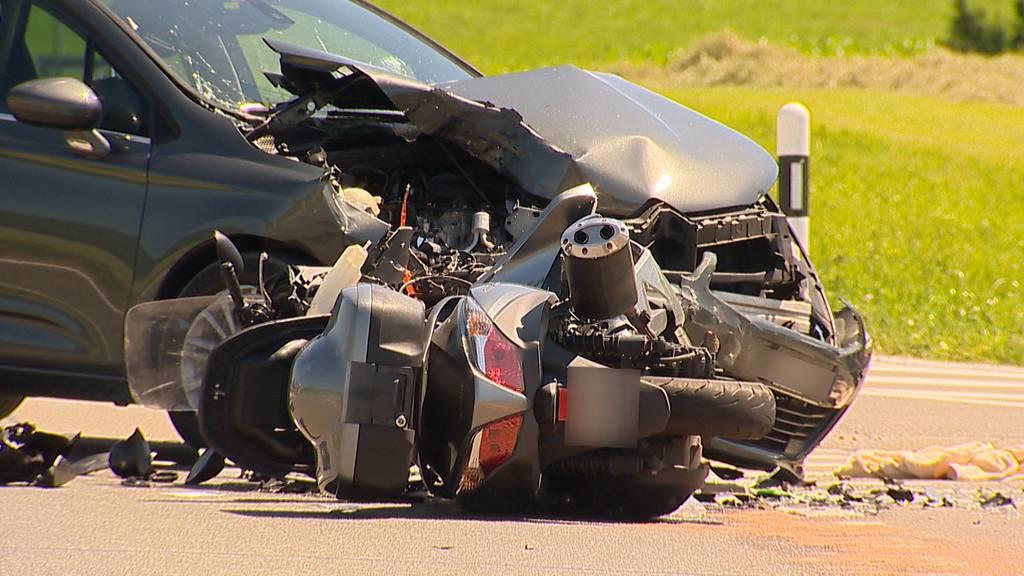Affeltrangen: Rollerfahrer nach Unfall schwer verletzt