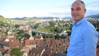 Zurzeit noch weit davon entfernt – doch Marco Kaufmann kann sich gut vorstellen, vom Schloss Stein dereinst über die Regionalstadt Baden-Wettingen blicken zu können.