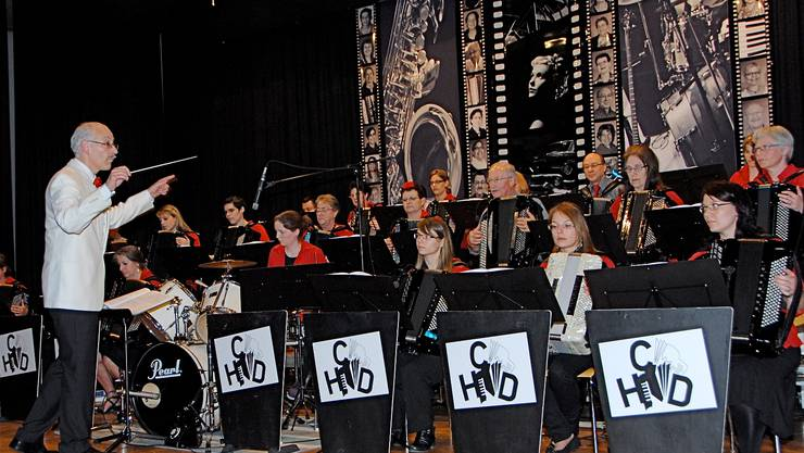 Bandleader und Trainer des HCD. René Flury arrangiert und dirigiert beim Handharmonika-Club Döttingen.  pid